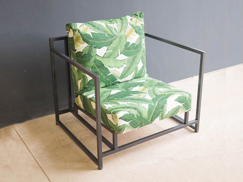 Tabled jungle lounger chair 01